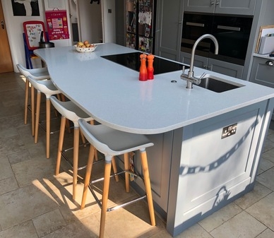 Island with seating, sink and hob