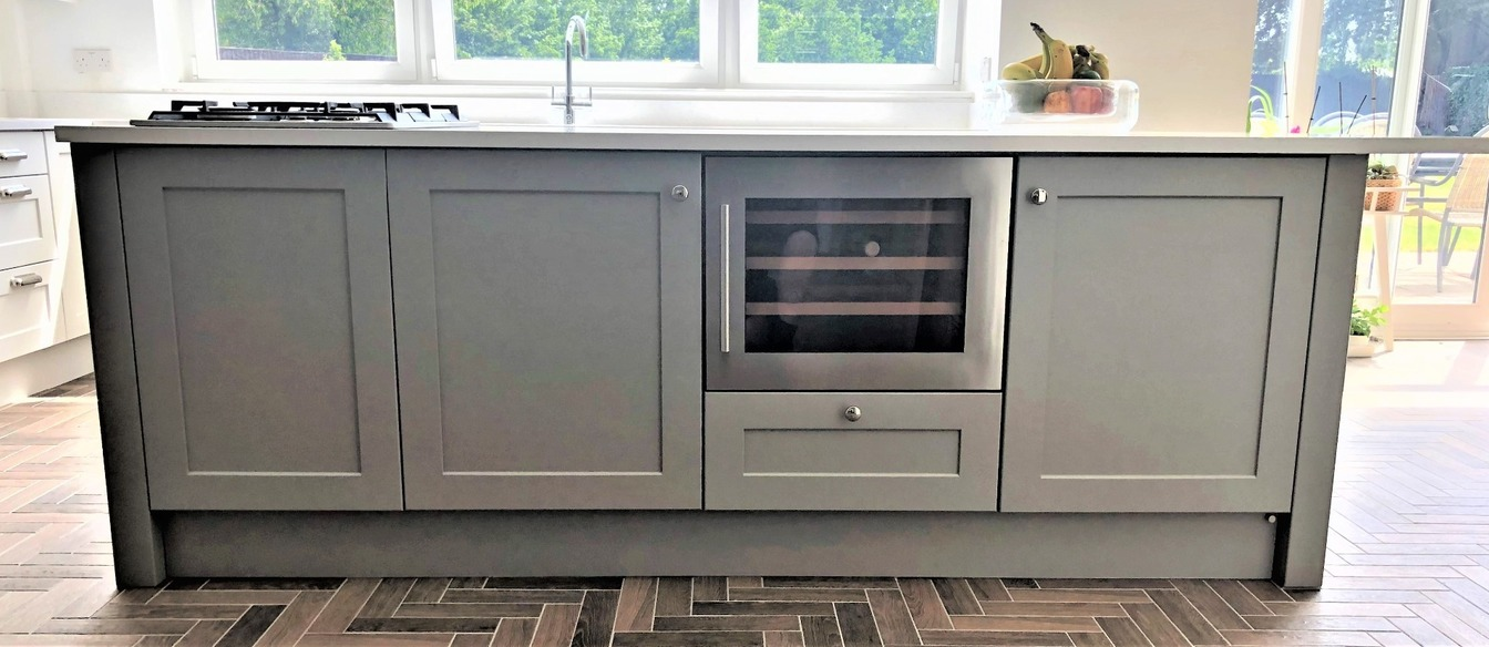 Large Shaker island with gas hob